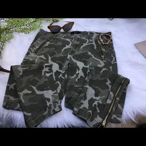 Forever 21 Women's Distressed Camo skinny pants
